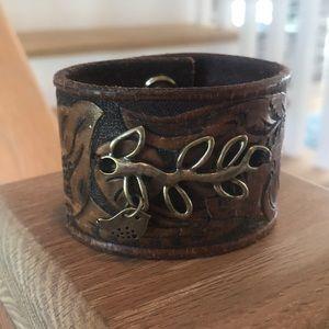 Jewelry - Boutique leather bracelet branch Lil bird charm